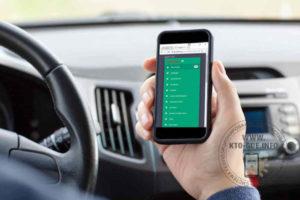 Телефон водителя определяет местоположение машины такси и ожидает поступления заказа от диспетчерской